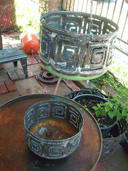 metal_planters.jpg
