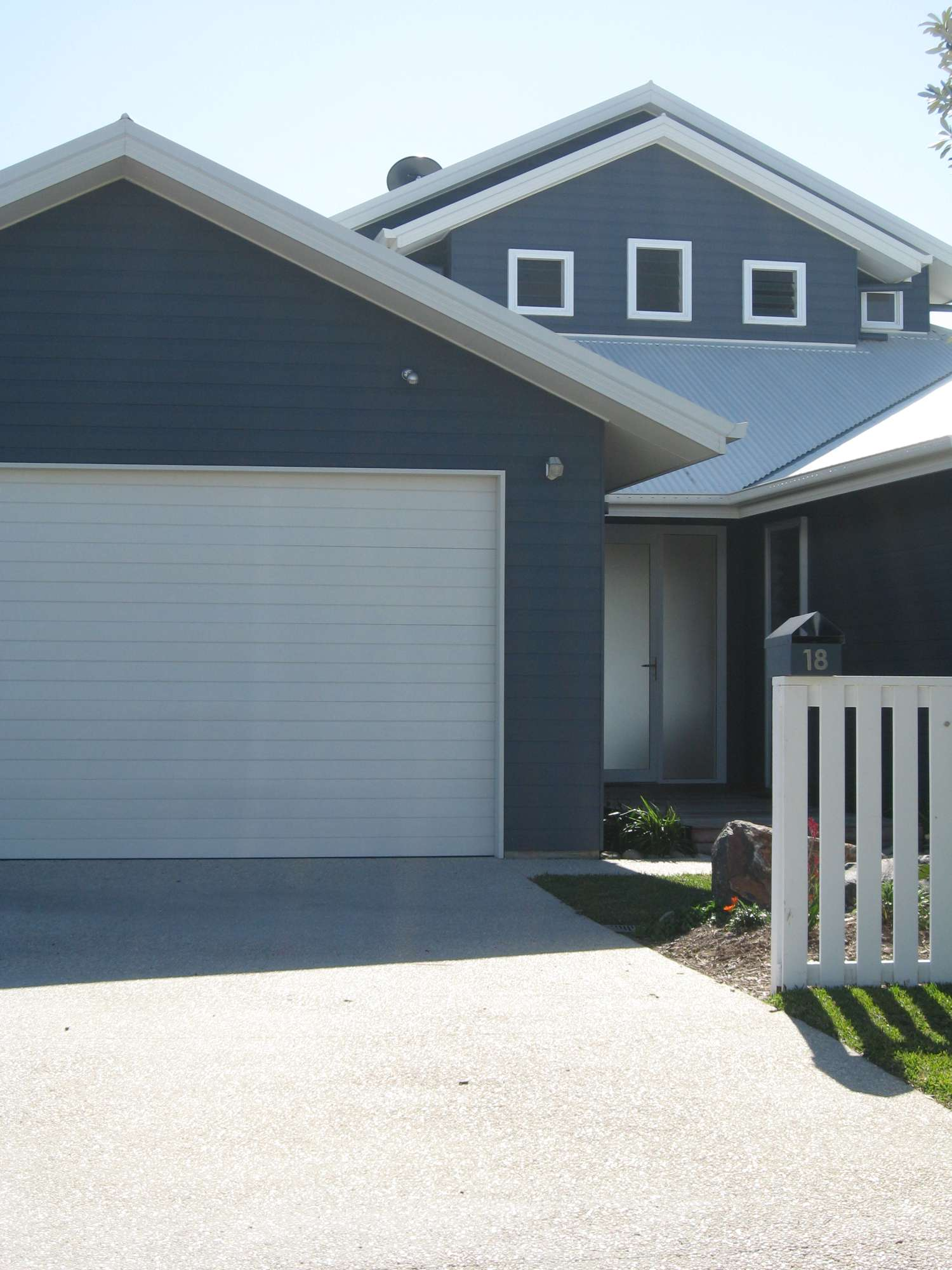 Moore Residence 074-2000.jpg