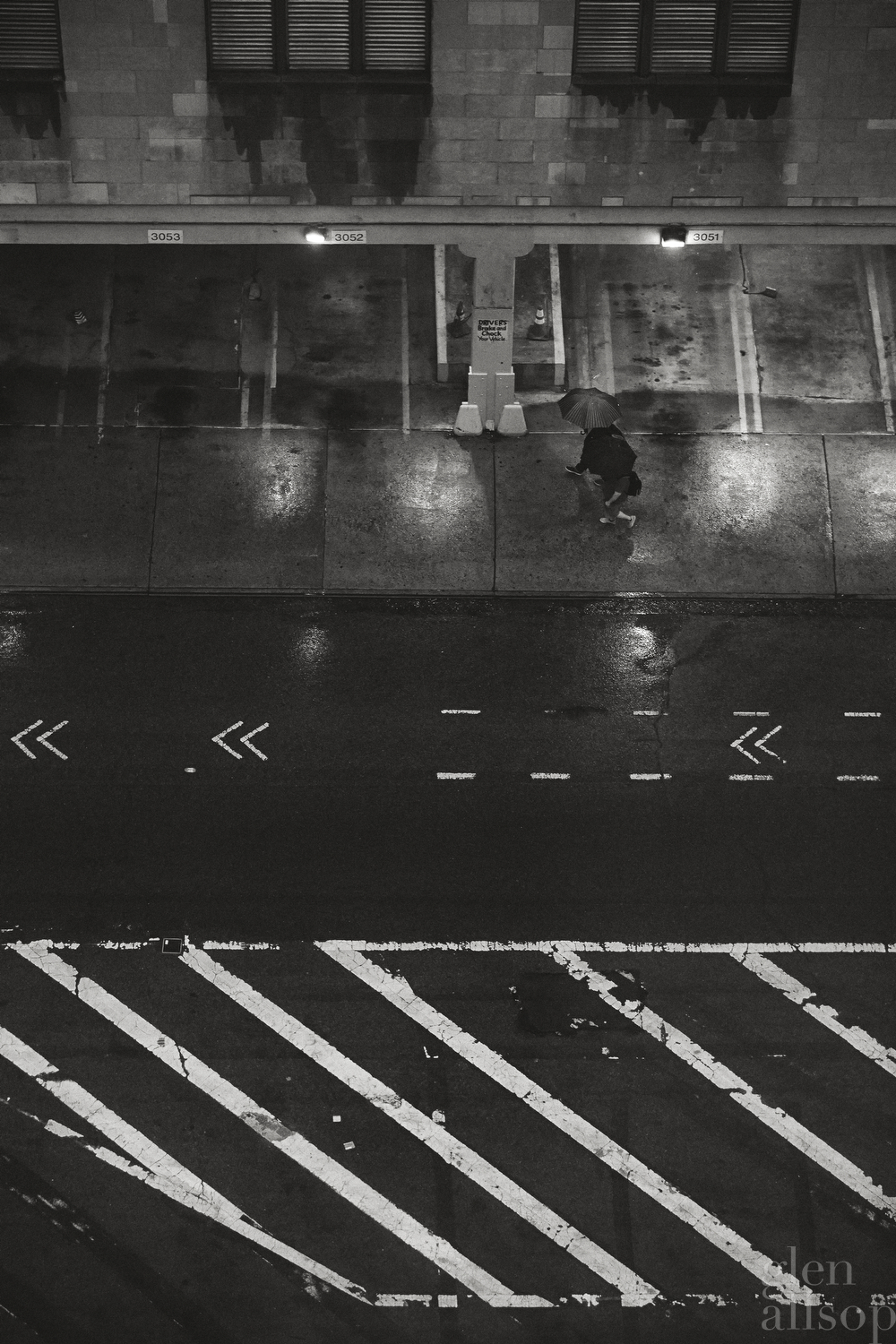 nyc-rain-new york-umbrella-black and white-photography