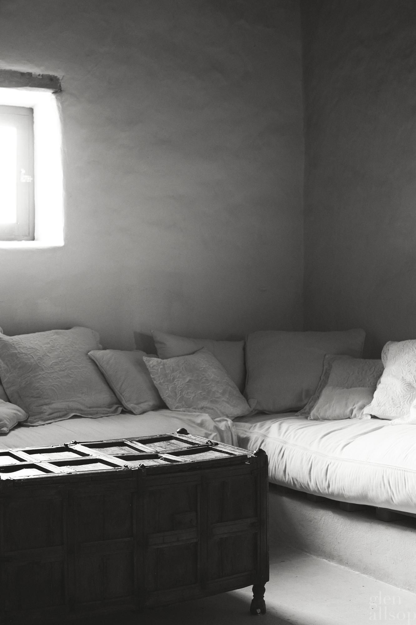 formentera-interior-wooden chest-organic