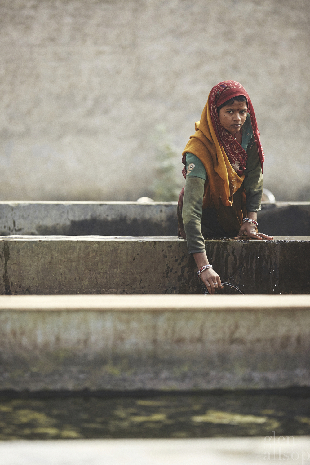 jaipur-woman with a bucket-india-portrait
