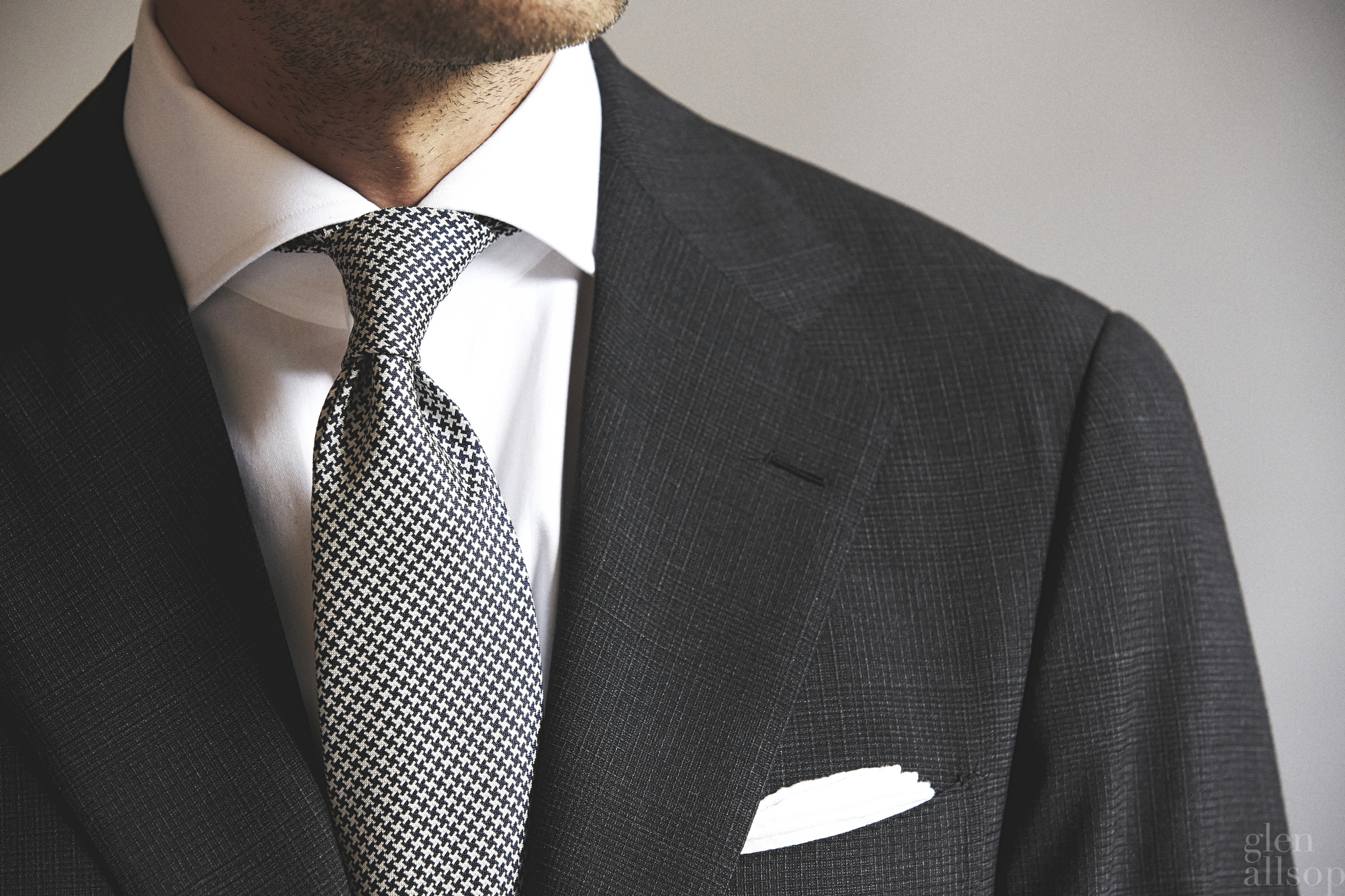 charcoal suit-textured suit-ring kacet