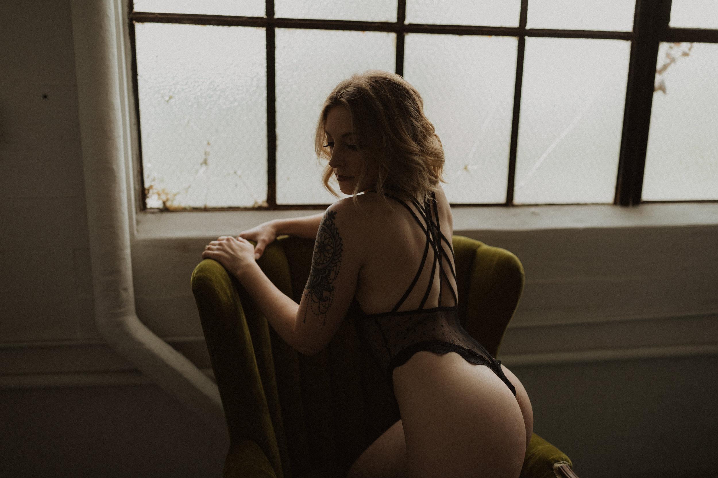 EmilyKeeneyPhotography_Kaitlyn_Boudoir_4.2019-123.jpg