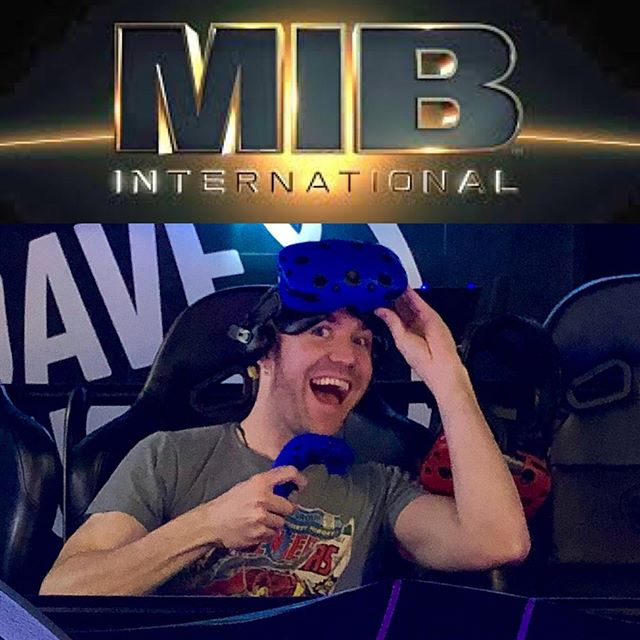 When you get to fight yourself as the voice of the main alien villain in the new @meninblack VR game! 🙌 He has LOTS of personality and is pretty unhinged at times 😜. Such a fun role to play along with other quirky aliens throughout the game. The game is at @daveandbusters for a limited time! Go shoot me! 😂 Pew Pew! . . #ilovemyjob #voiceover #acting #voiceactor #vr #gaming #mib #mibinternational #villains #vo #daveandbusters #virtualreality #grateful #woot #actor