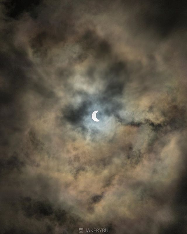 Here's mine, send me yours... . . . . #eclipse2017 . . . #ig_worldclub #mashpics #agameoftones #ig_color #createexplore #createcommune #reflectiongram #theimaged #igworldclub #beautifuldestinations #doyoutravel #liveauthentic #thebestdestinations #exploretocreate #letsexplore #mobilemag #huffpostgram #communityfirst #solareclipse2017 #ig_unitedstates #awesome_photographers #bevisuallyinspired  #theworldshotz #NatureGeography #visualarchitects  #thecreatorclass #everydayeverywhere #welivetoexplore #wonderful_places