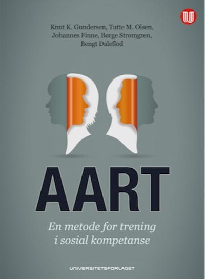 """I AART er programmet oppdatert ut fra nyere forskning og tilpasset den skandinaviske hverdagen. Programmet er blant de best validerte evidensbaserte programmene på sitt område, og har blitt brukt både som primærforebyggende tiltak og som tiltak overfor personer med omfattende atferdsvansker. I den nye boka """"AART - En metode for trening i sosial kompetanse"""" (Knut K Gundersen m.fl), får man en innføring i både teorigrunnlag og konkrete beskrivelser for trening av de enkelte komponentene."""