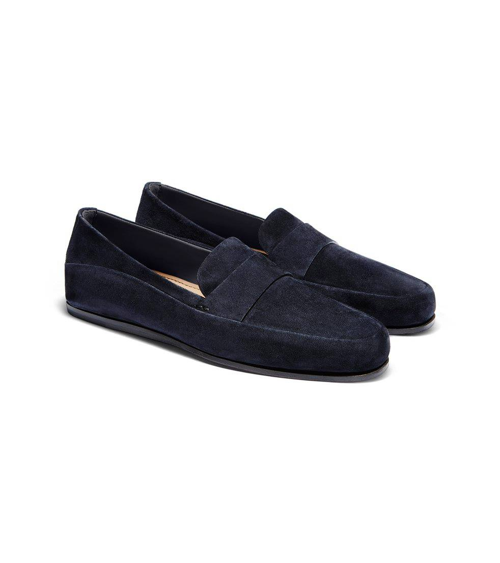 Though moccasins are known to be comfortable shoes, this modern moccasin takes the concept even further with Sacchetto construction and a sole designed for maximum flexibility.
