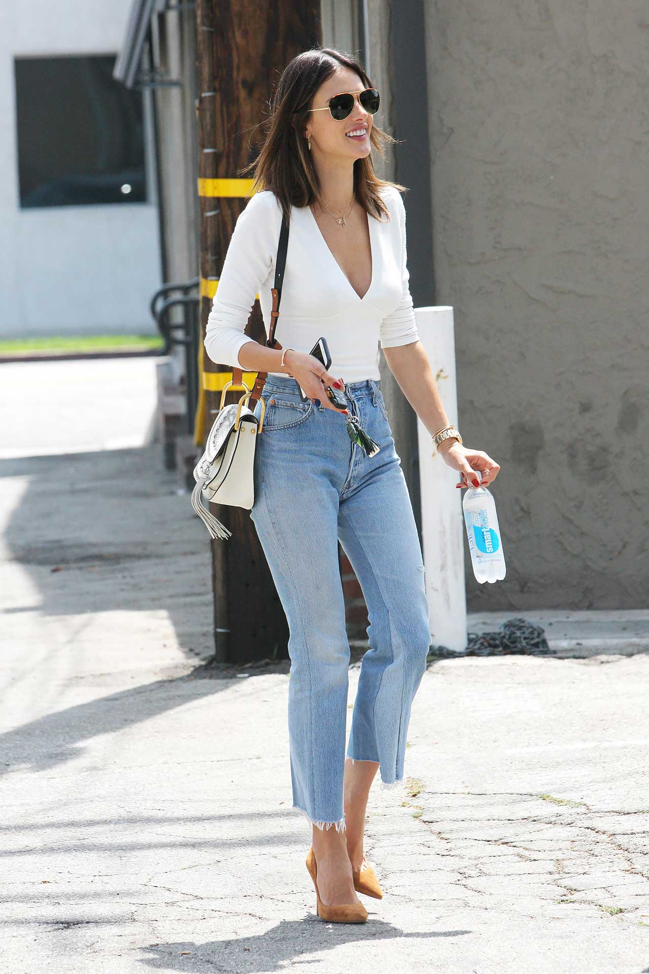 Alessandra-Ambrosio-REDONE-Levis-vintage-jeans-cropped-flare.jpg
