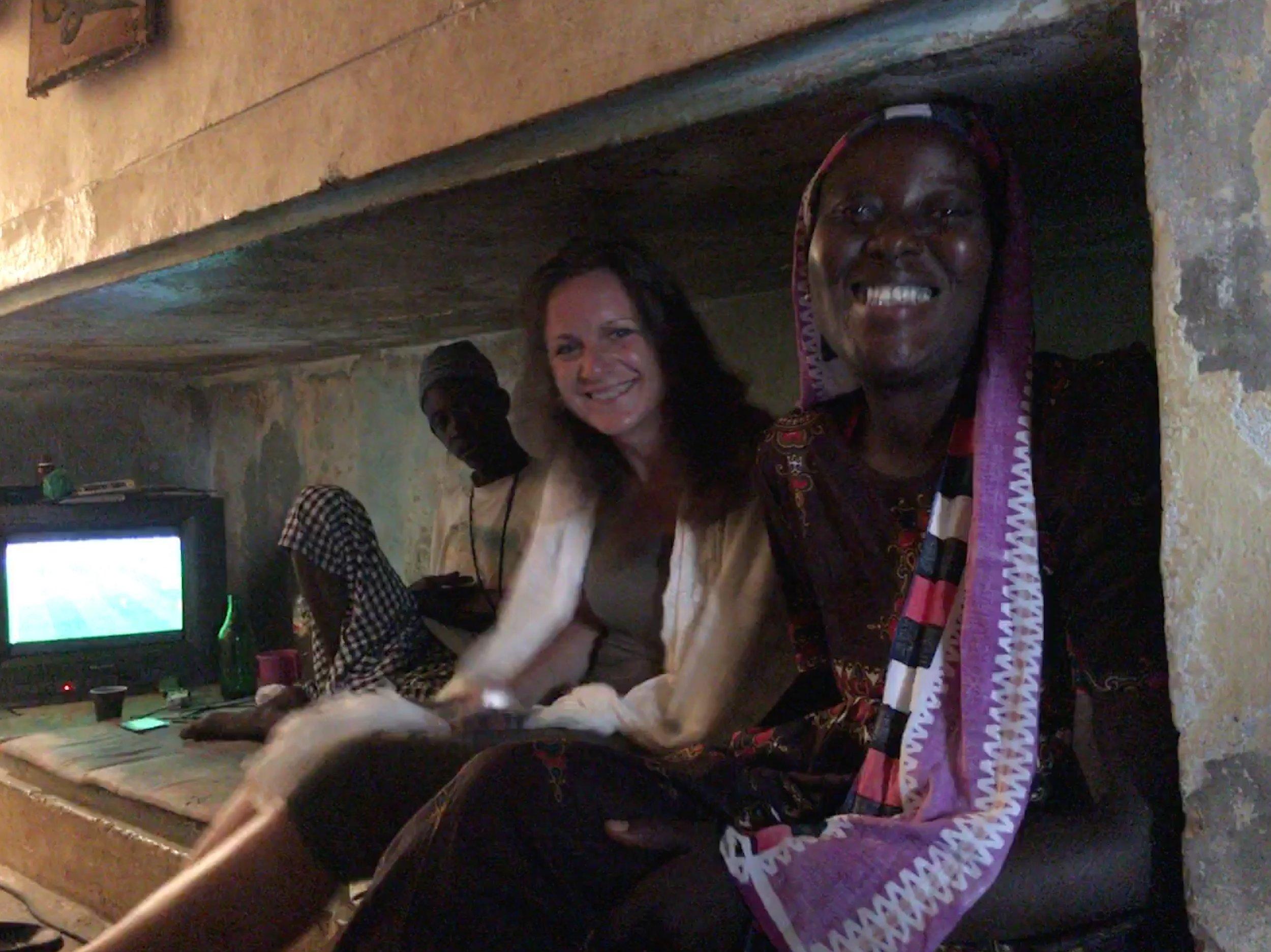 Juli 2018, WK- kijken in de bunker, met een zus van Moussa