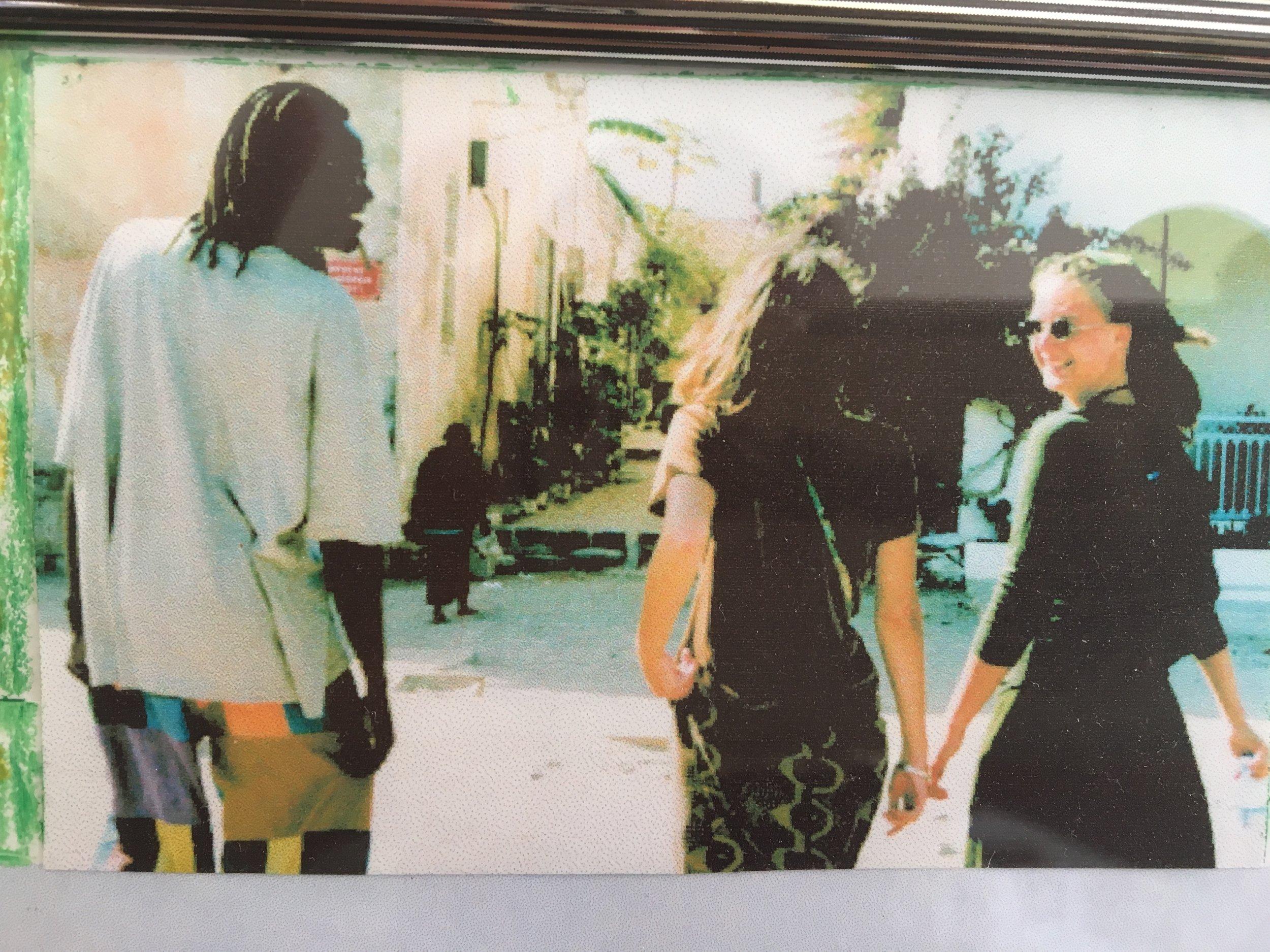 Moussa, mijn zus Liesbeth en ik op Gorée
