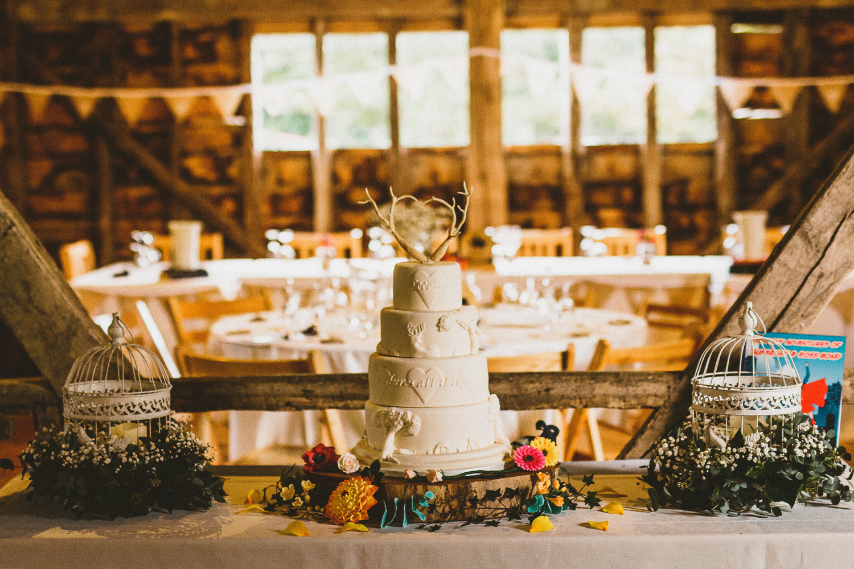 ratsbury-barn-wedding-cake