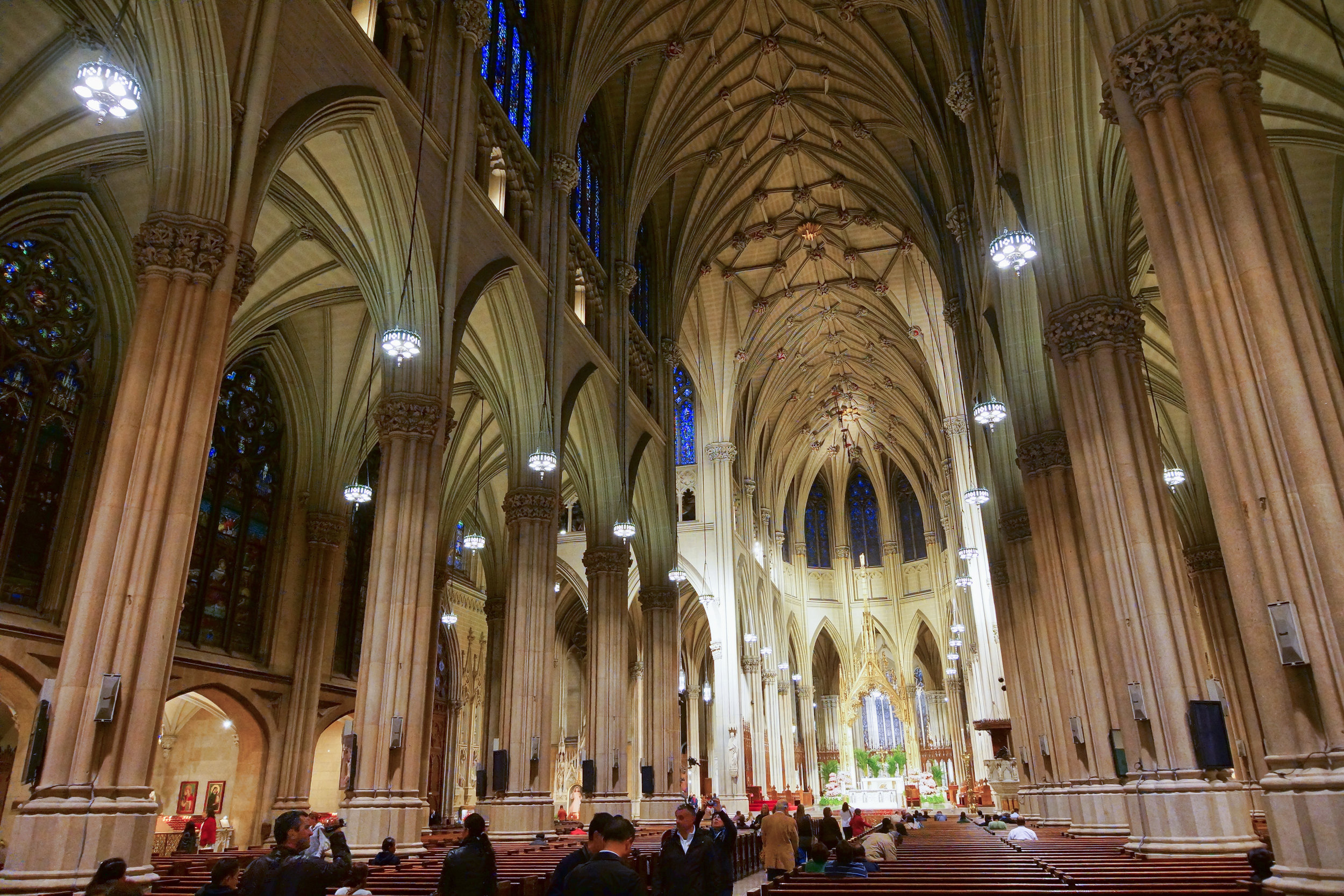 NYC_-_St._Patrick's_Cathedral_-_Interior.JPG