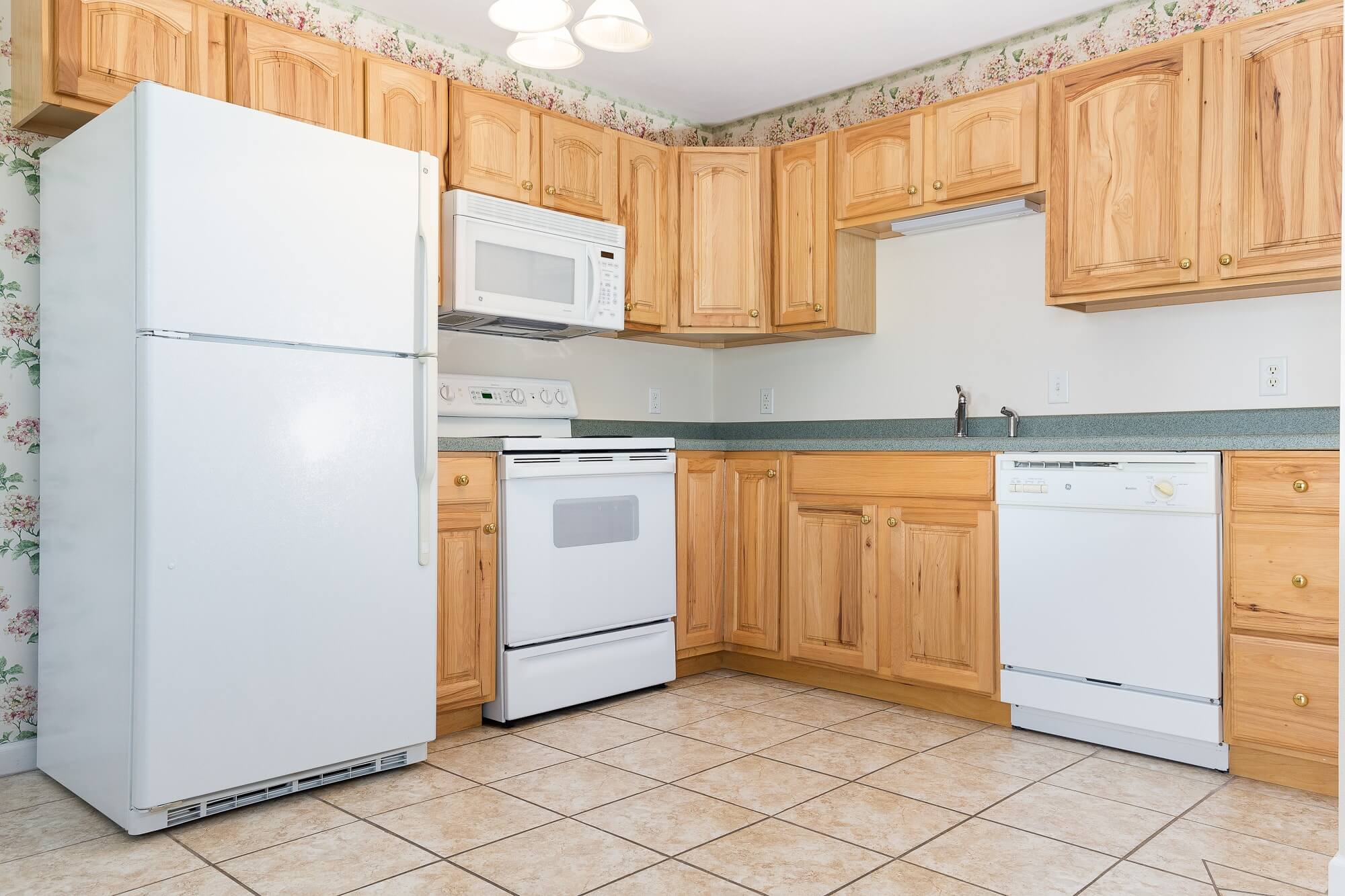 The Carnation - 2 Bed | 1 Bath | 980 - 1054 SF$850 - $930 Per Month