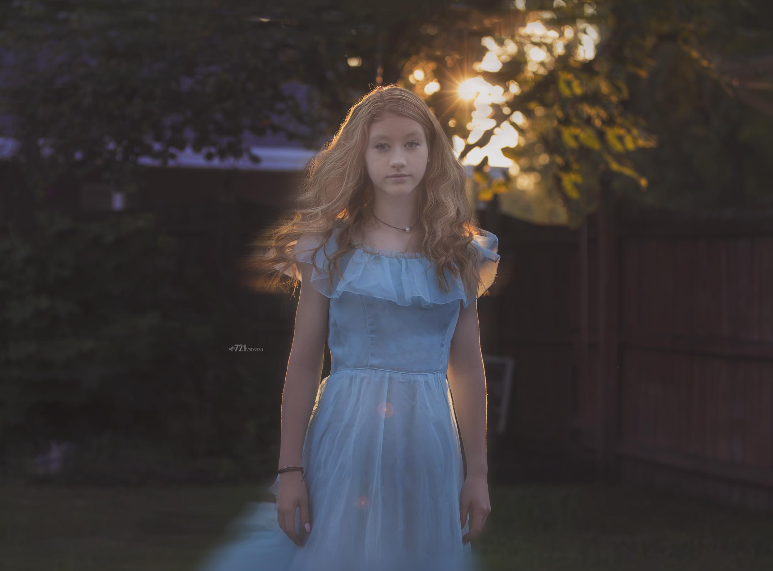 blue dress-motion.png