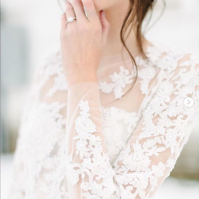 Whew, we would take spring right about now! But all this cold is a good excuse to cozy up to some bridal inspo right? We love these sleeves via @stylemepretty