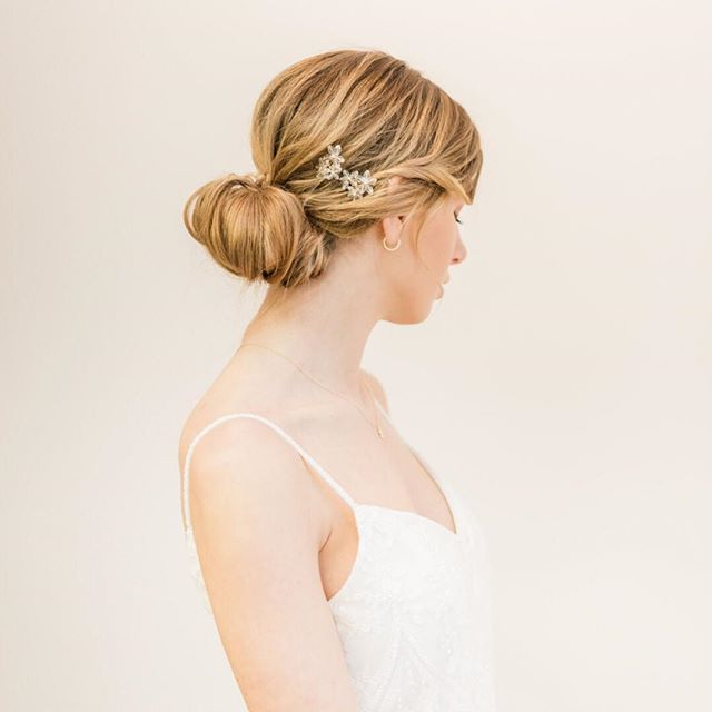 A little more inspiration from one of our most recent shoots. How do you ladies feel about the minimal bridal trend? We're kind of hooked!