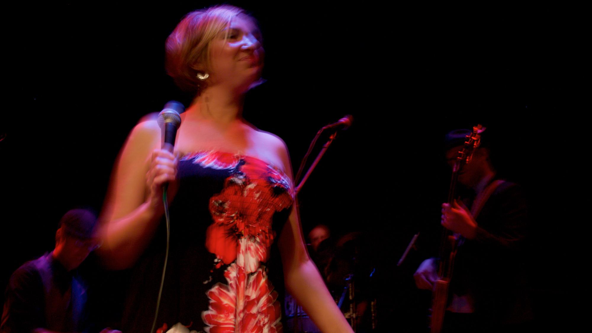 Sara groovy blur.jpg