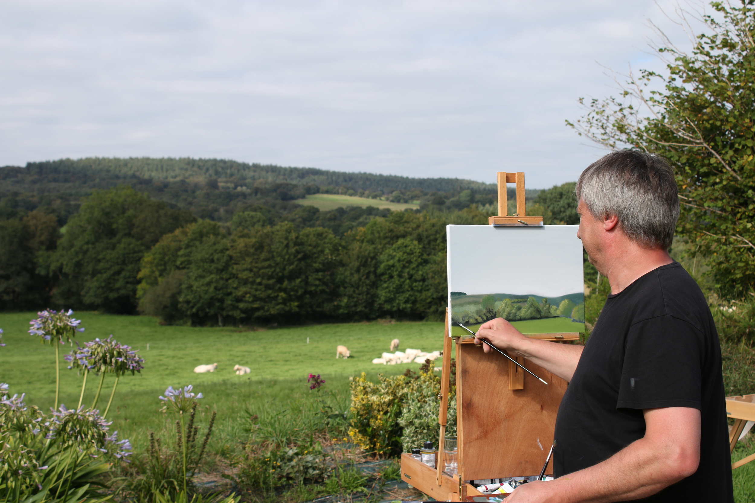 Founding Artist Martin Close teaching a class of students on location in France 2014