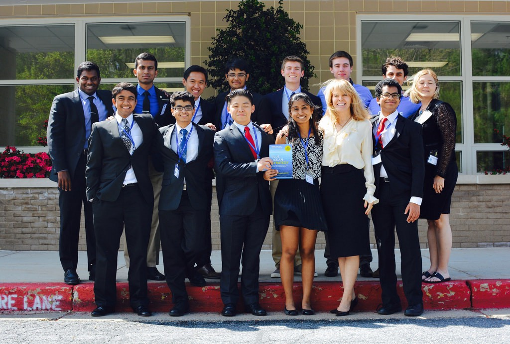 2015–2016 Blue Ocean Competition Committee w/ Professor Renee Mauborgne