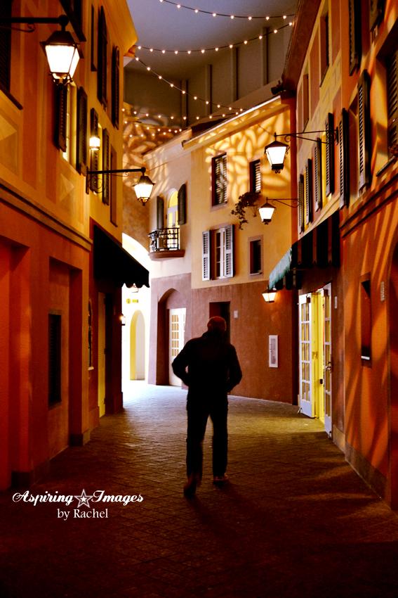 2010_12_23_Orlando_Portofino_Hotel_Interior_Street_small