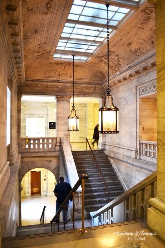2010_Dec_NYC_NY_Public_Library_Stairs_3-web