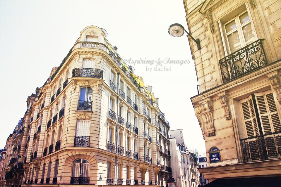AspiringImagesbyRachel-Paris-Building-Corner-BlackBalconies