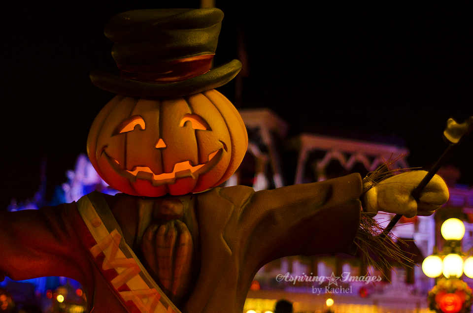 AspiringImagesbyRachel-WaltDisneyWorld-MagicKingdom-Halloween-PumpkinMayor-Closeup