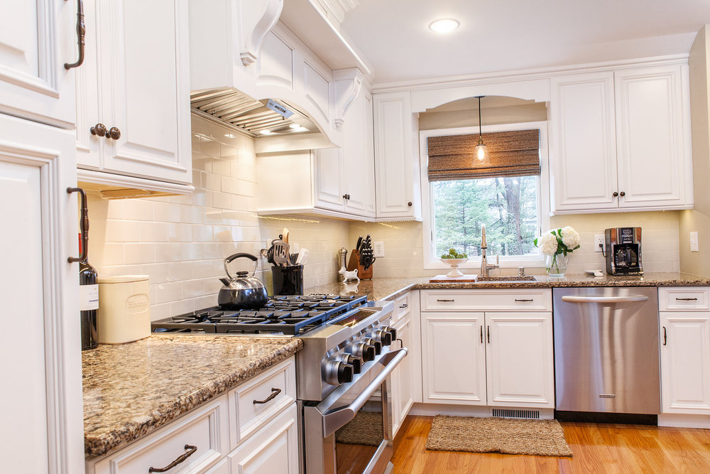 by Robinwood Kitchens, Hanssem Semi Custom Cabinetry