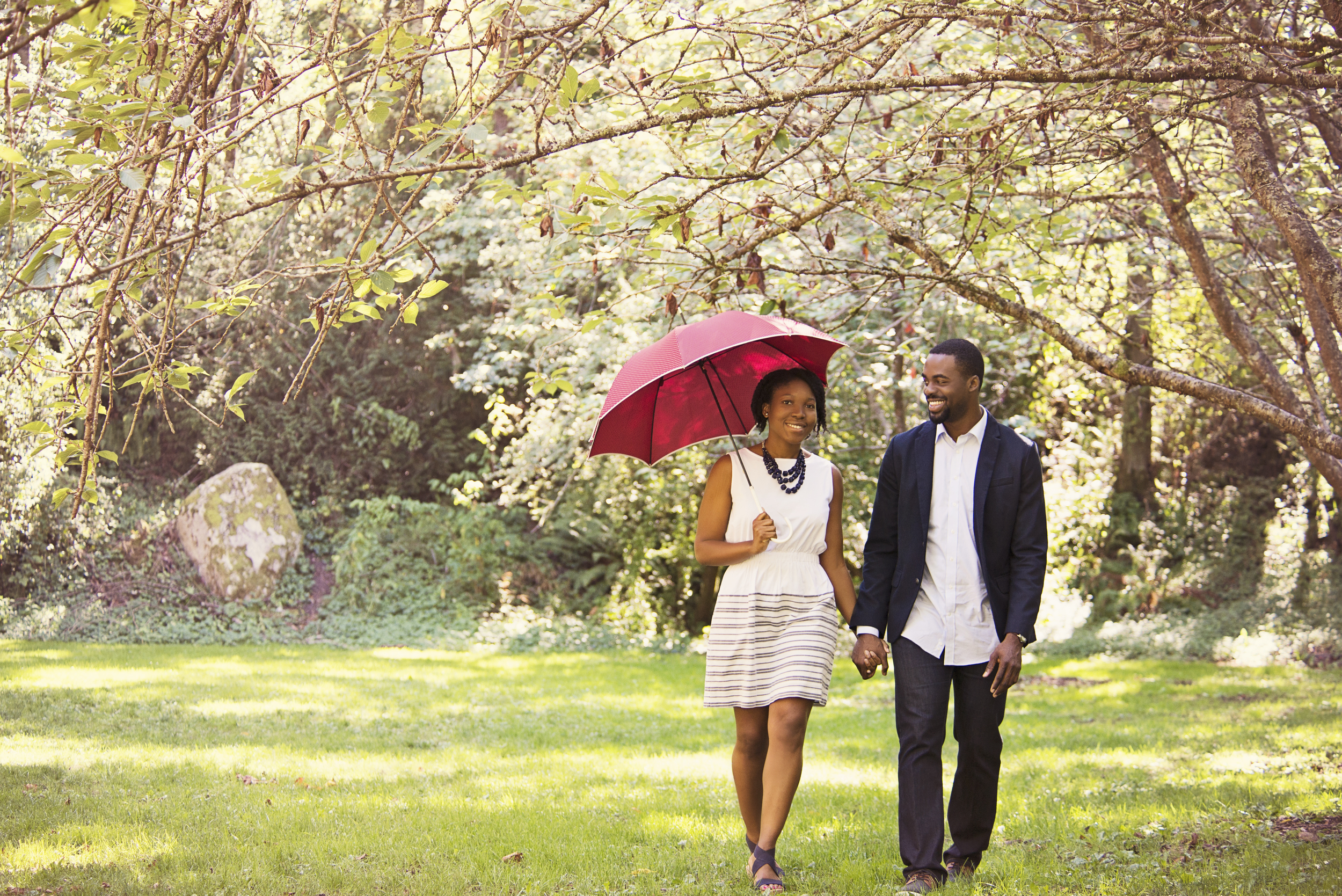 Seattle wedding photographer, engagement, fall, autumn, cute, leaves, Abie 3