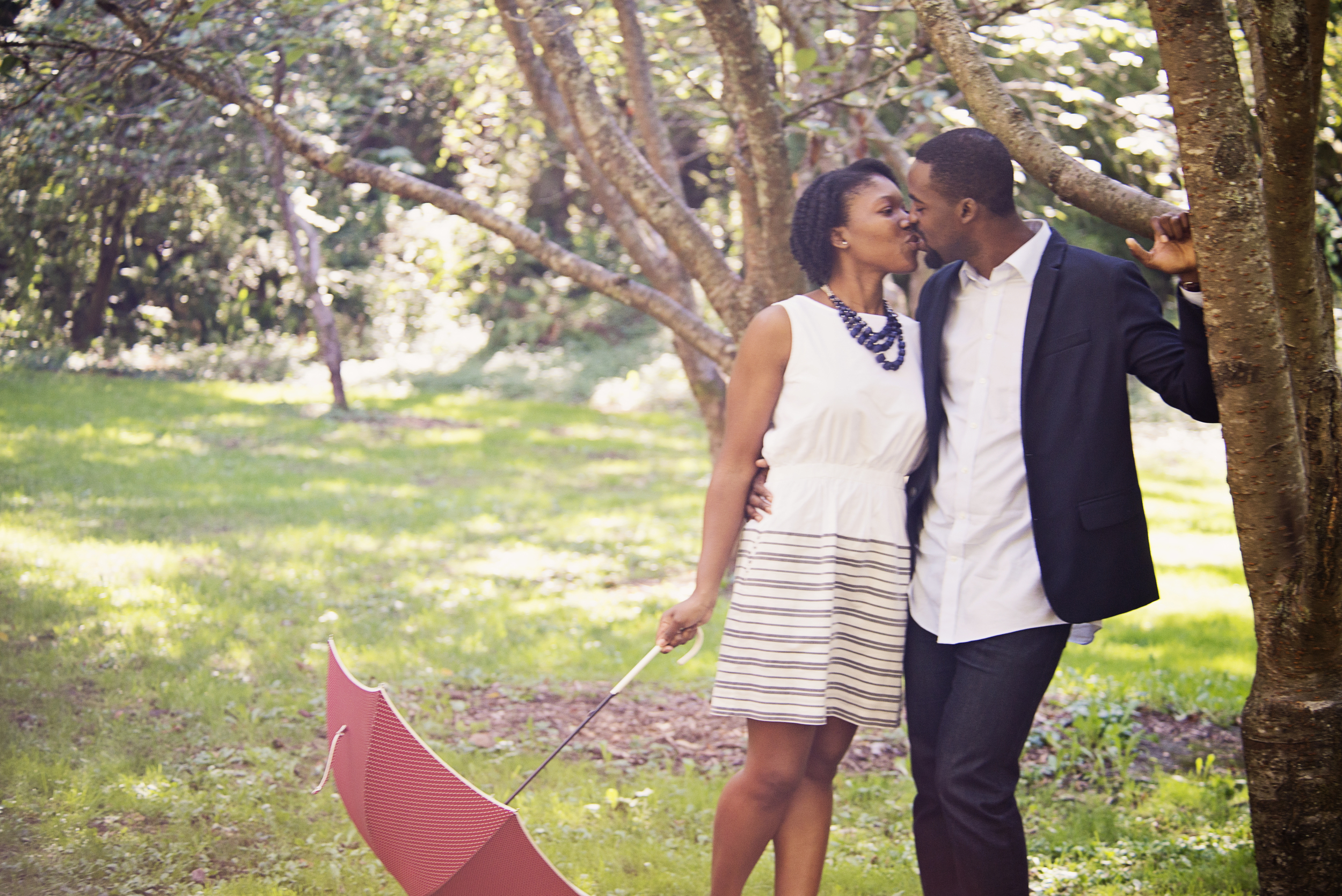 Seattle wedding photographer, engagement, fall, autumn, cute, leaves, Abie 15