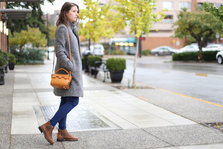 Winter boots for narrow feet.  These boots look like Blundstones but are more feminine!