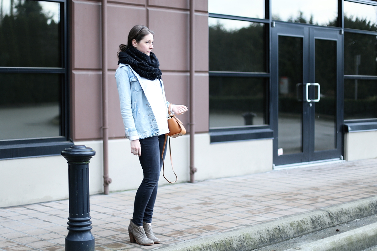 oversized-circle-scarf-minimalist