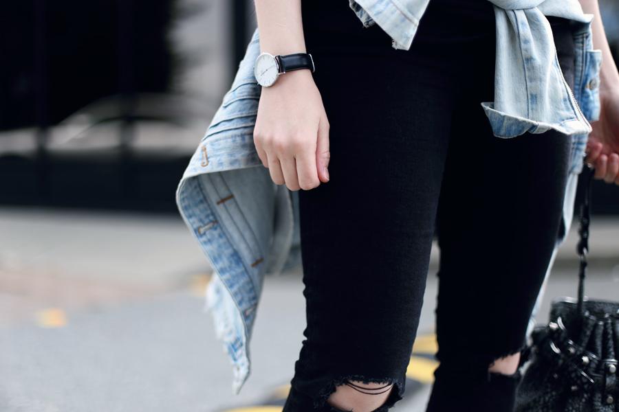 Minimalist blogger outfit: Daniel Wellington lady sheffield watch, ripped black skinny jeans, oversized denim jacket, and an Alexander Wang Diego bag.