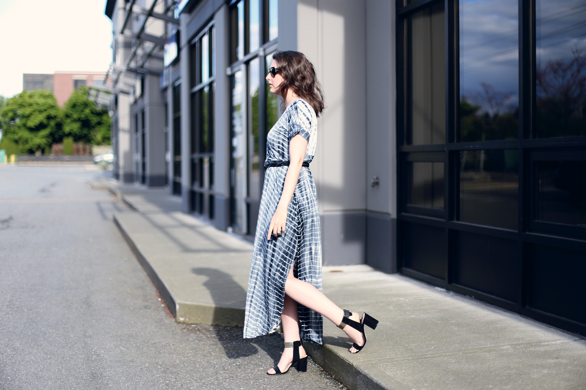 Love this maxi dress and heel look - so simple and minimal but so chic.