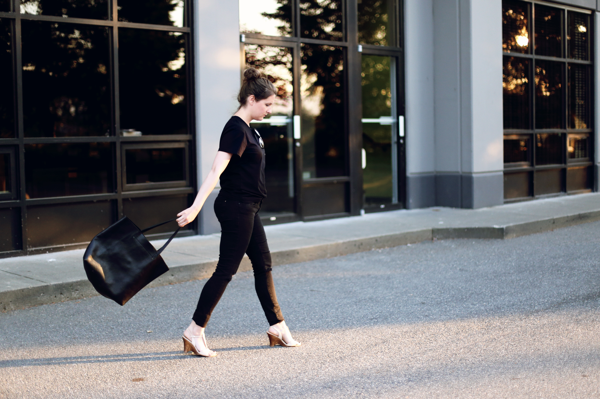 Love this elegant #ootd. All black outfit with a minimalist Madewell black tote and a $10 tee.