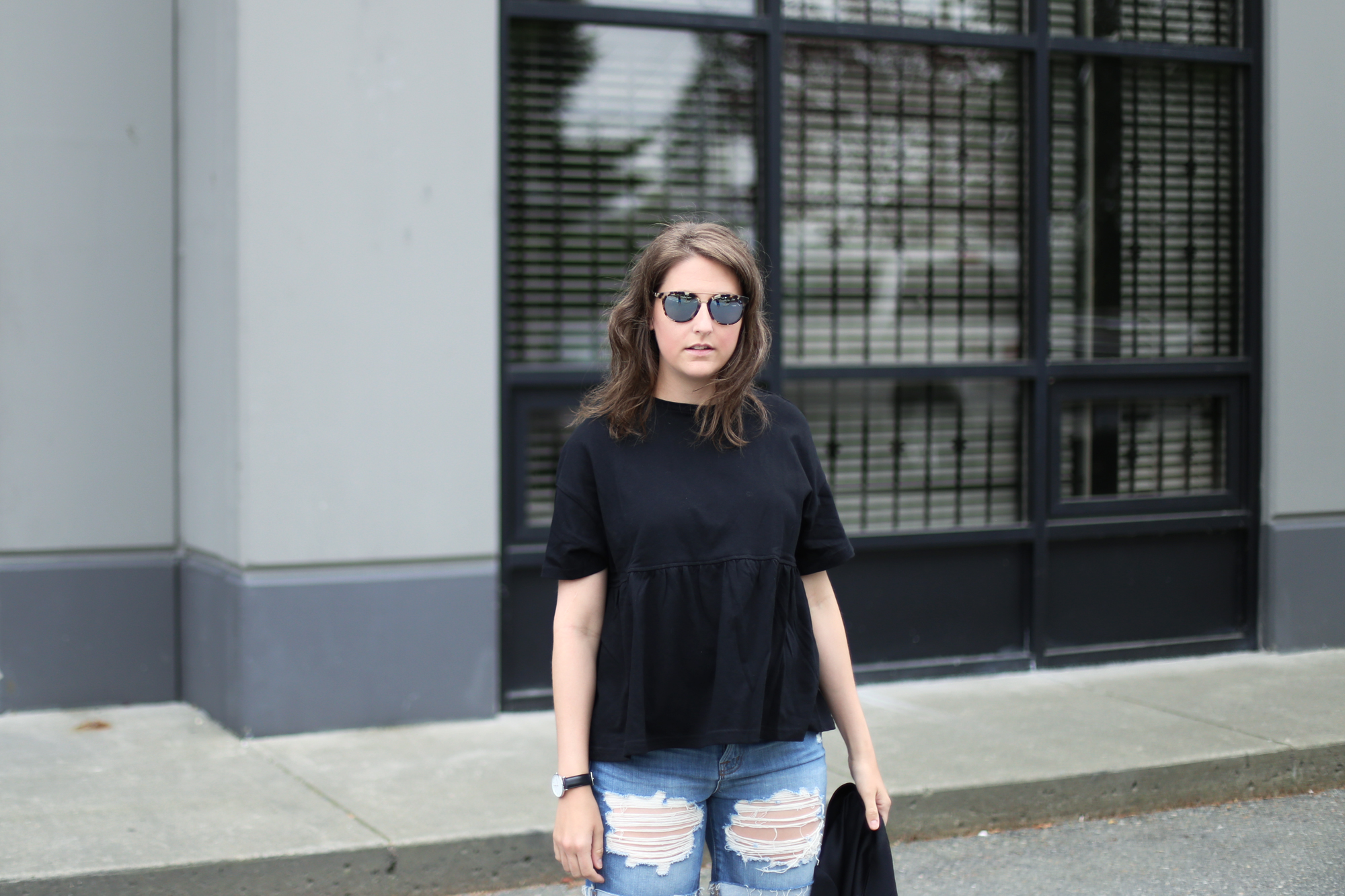 Love this black outfit with j brand ripped jean shorts. #minimalist #ootd