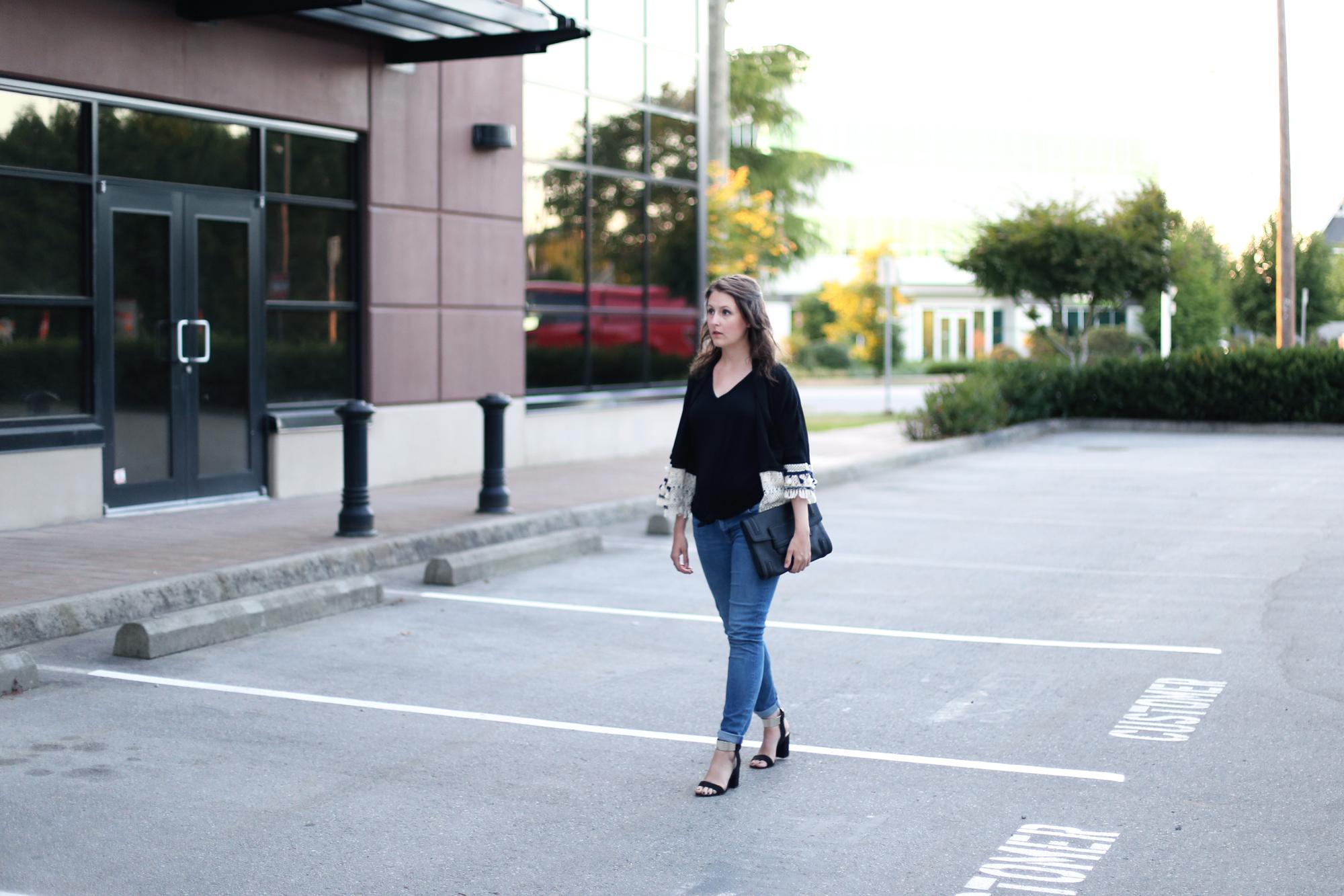 Love this outfit: street style kimono, skinny jeans, zara sandals.