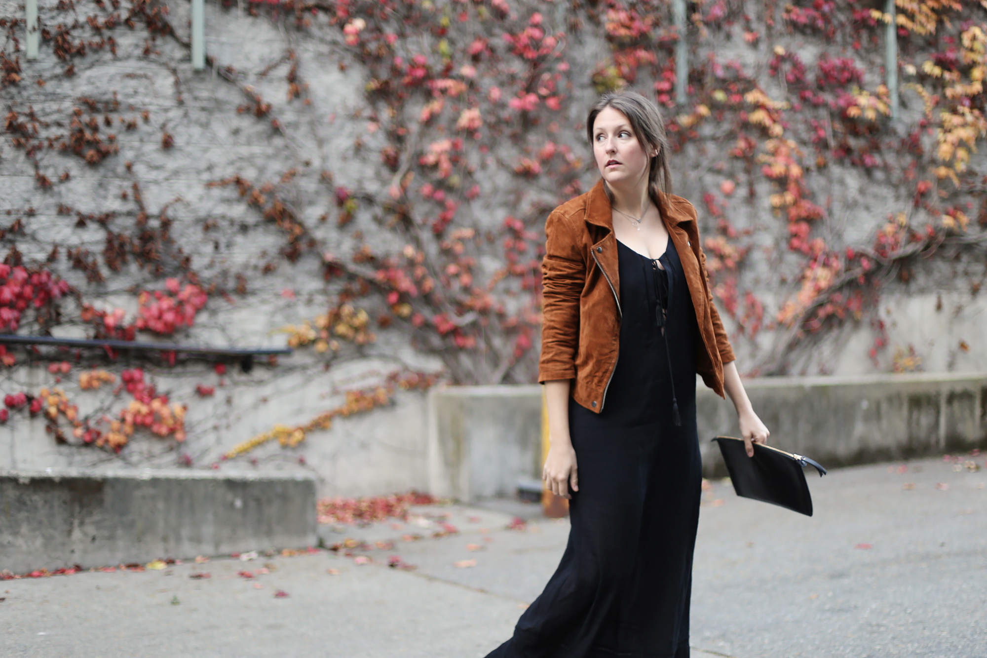 Gorgeous fall fashion! I love how she styled this black maxi dress so she can wear it in the fall. #fashion