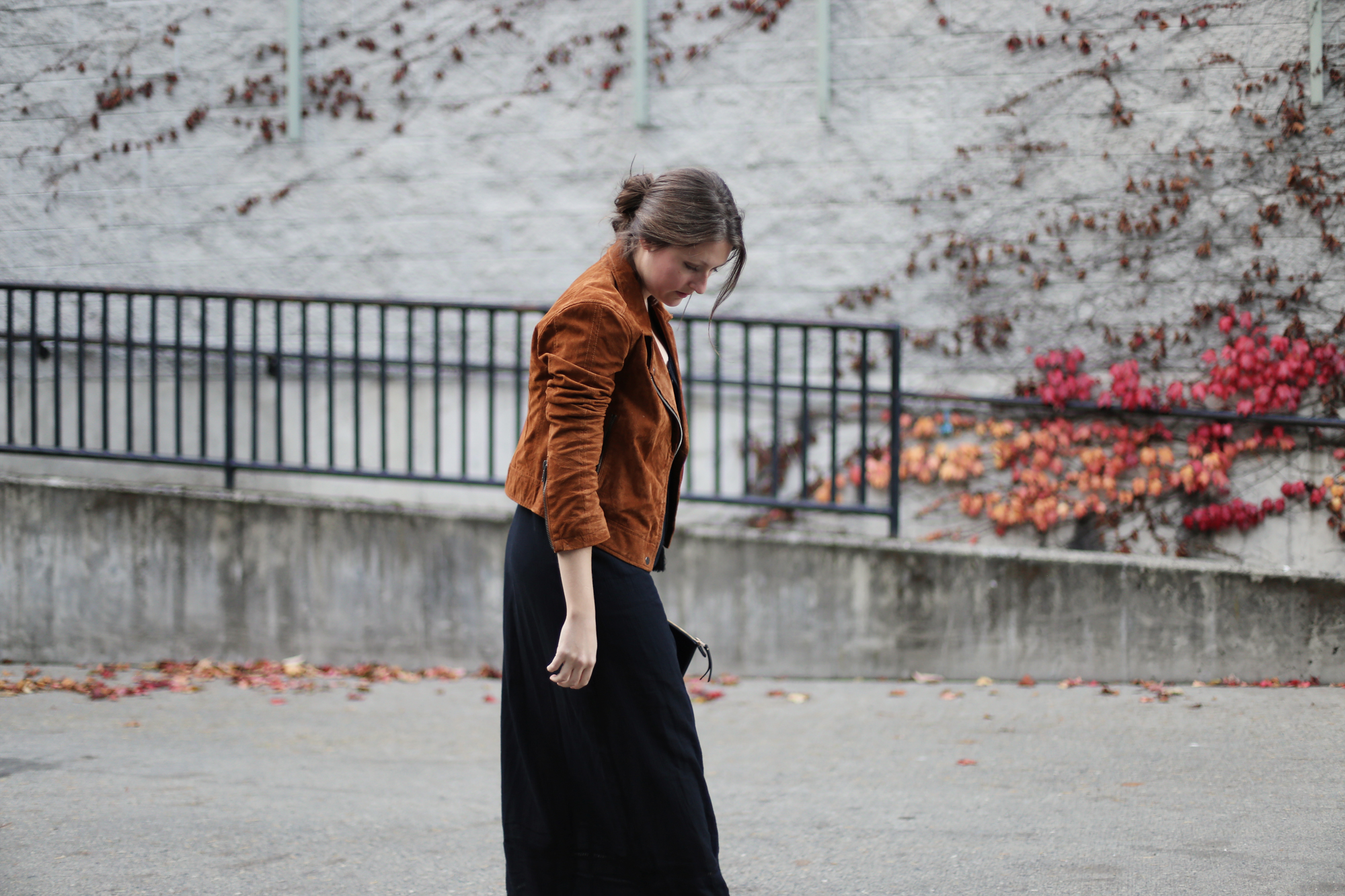 OMG this womens brown suede moto is AMAZING. It's the perfect light coat for fall and so stylish!
