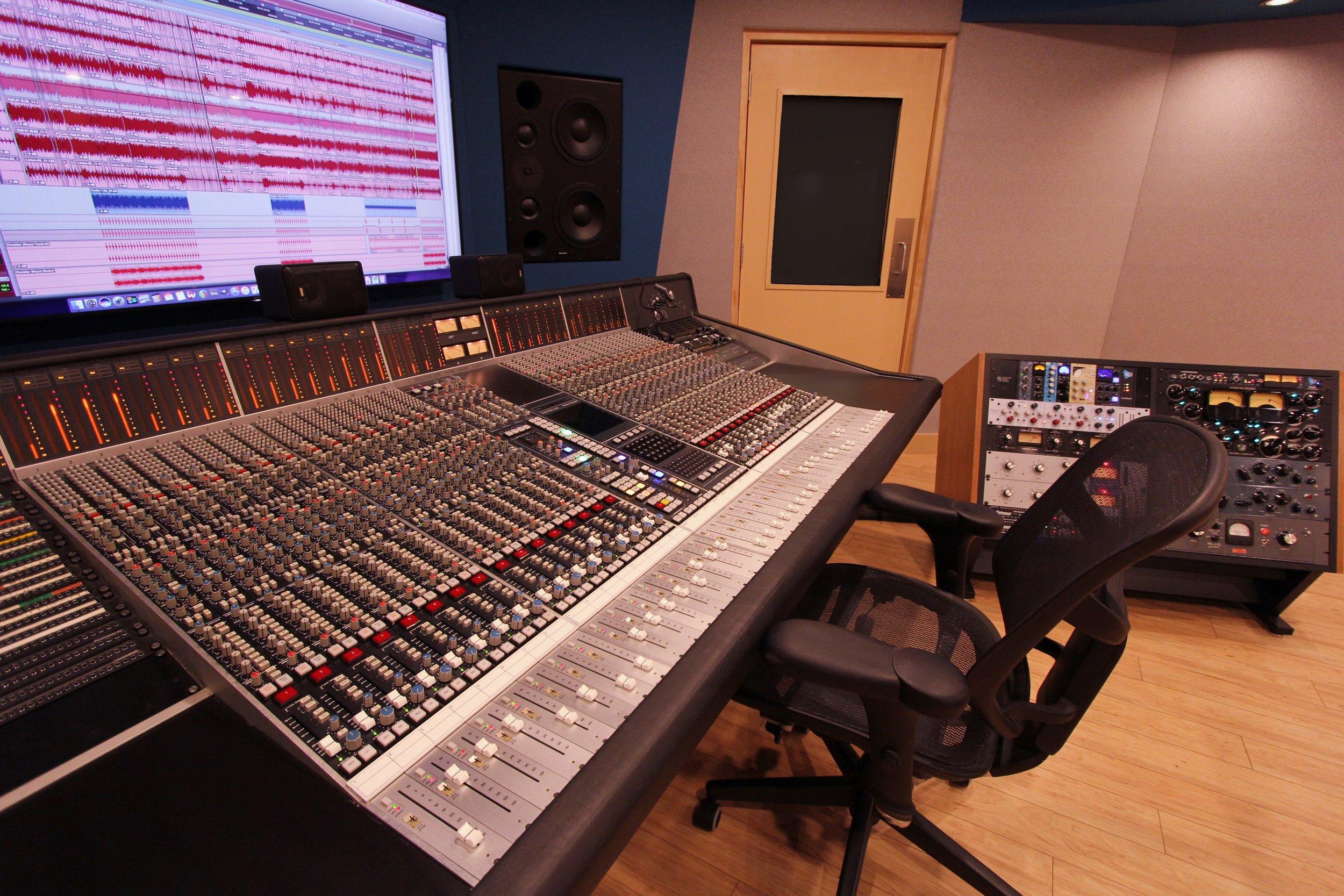Studio M6 2.jpg