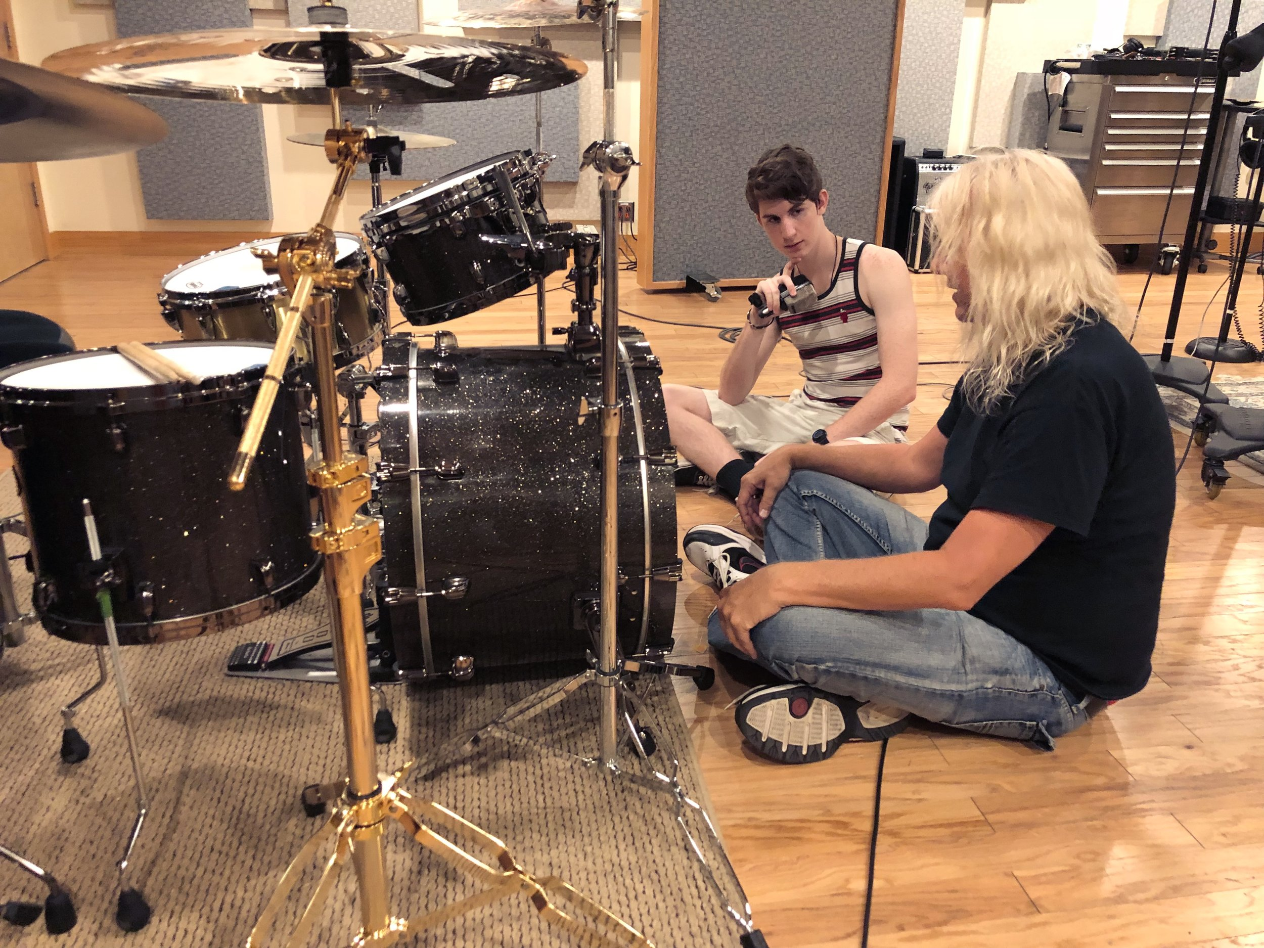 WEEK 2: Microphones  • Learn the history industry standard microphones (Dynamics, Condensers, Tube Mics)  • Understand polar patterns and mic placement  • Experience a hands-on micing of a live drum kit