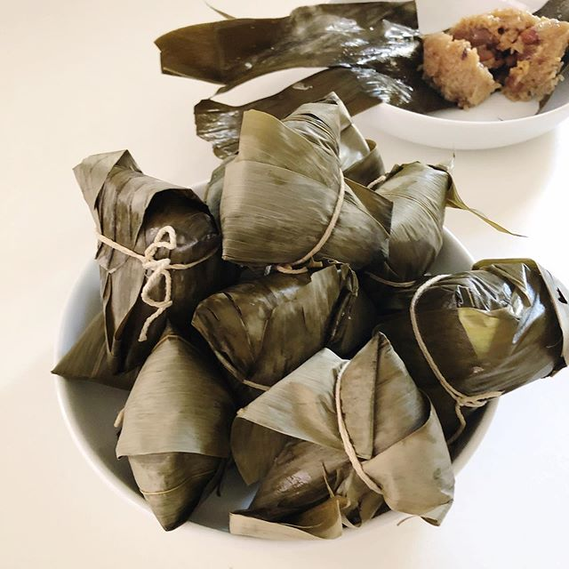 Anyone know what these are? My mum just dropped by these homemade Zong Zi which are sticky rice parcels. These ones are savory with a filling of sticky rice, shitake, chestnuts and peanuts wrapped in their own eco friendly bamboo leaf. Traditionally eaten on the 5th day of the 5th lunar month during the Dragon Boat Festival. #yum #chinesefood #zongzi #dragonboatfestival #veganchinesefood #vegetarianchinesefood #thesewontlastlong #theyogaparenteats