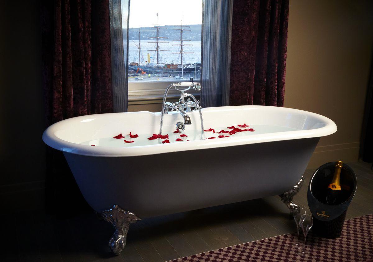 Bath at Dundee Mal
