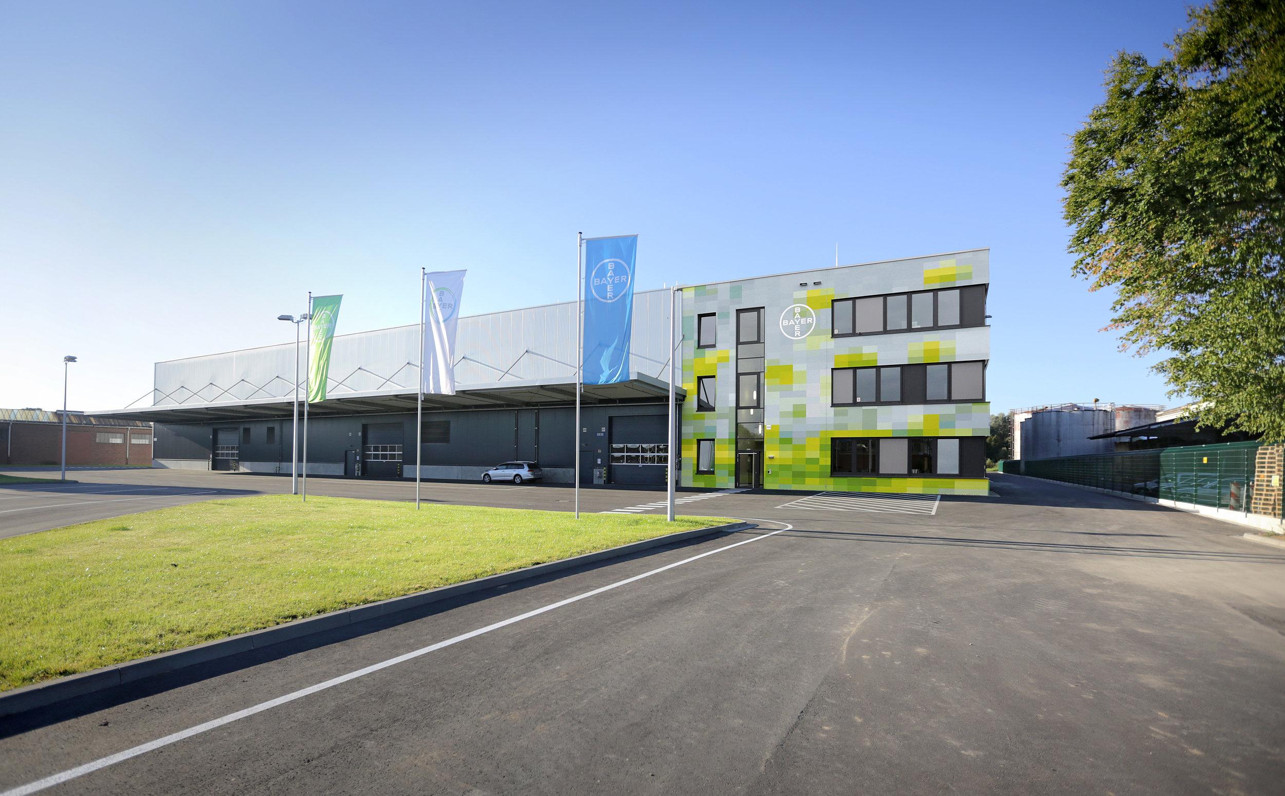fassadengestaltung-produktionsgebäude-bayer-monheim