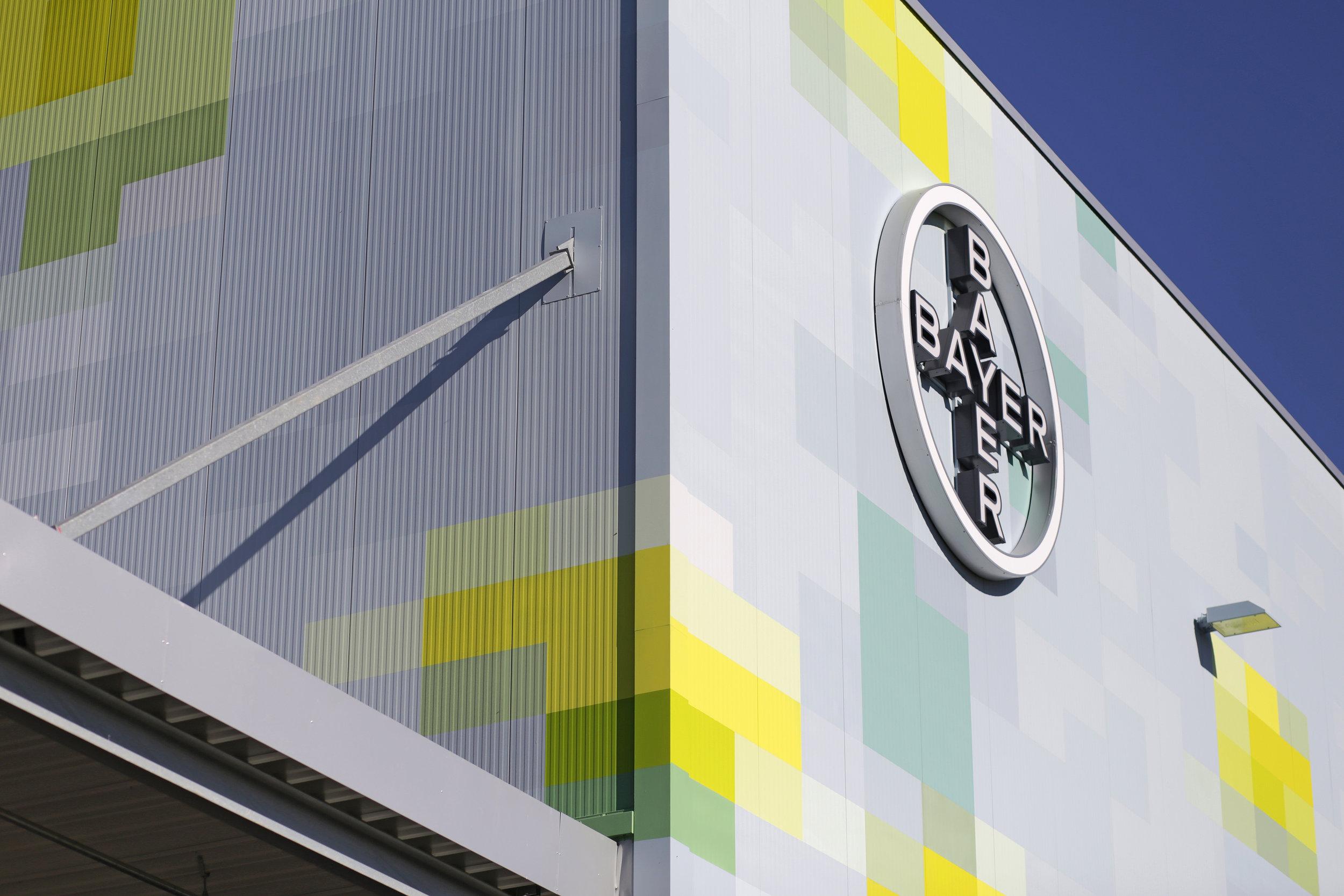 Wandmalerei-farbkonzept-werksgebäude