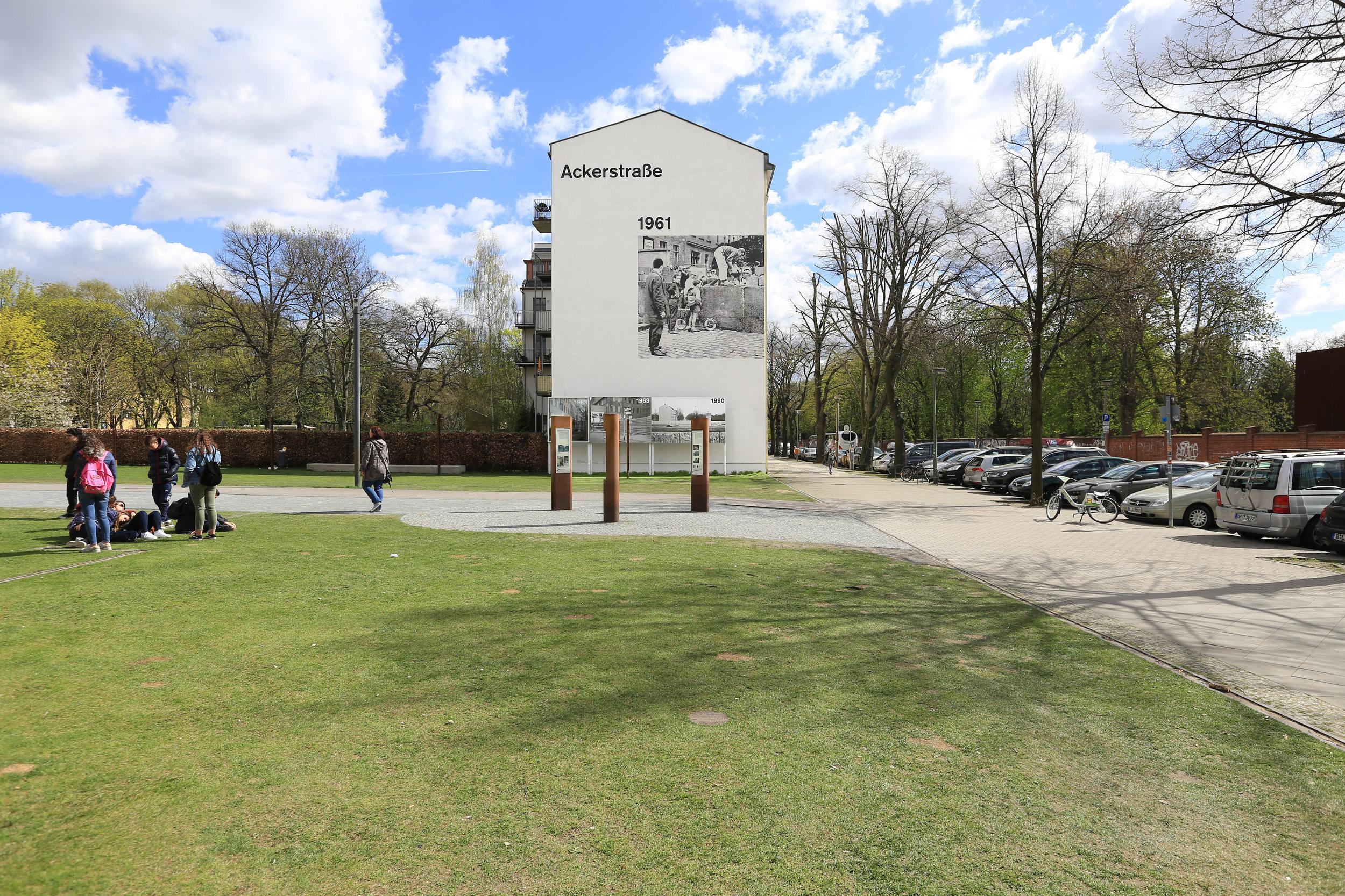 gedenkstätte-berliner-mauer-wandbild.jpg