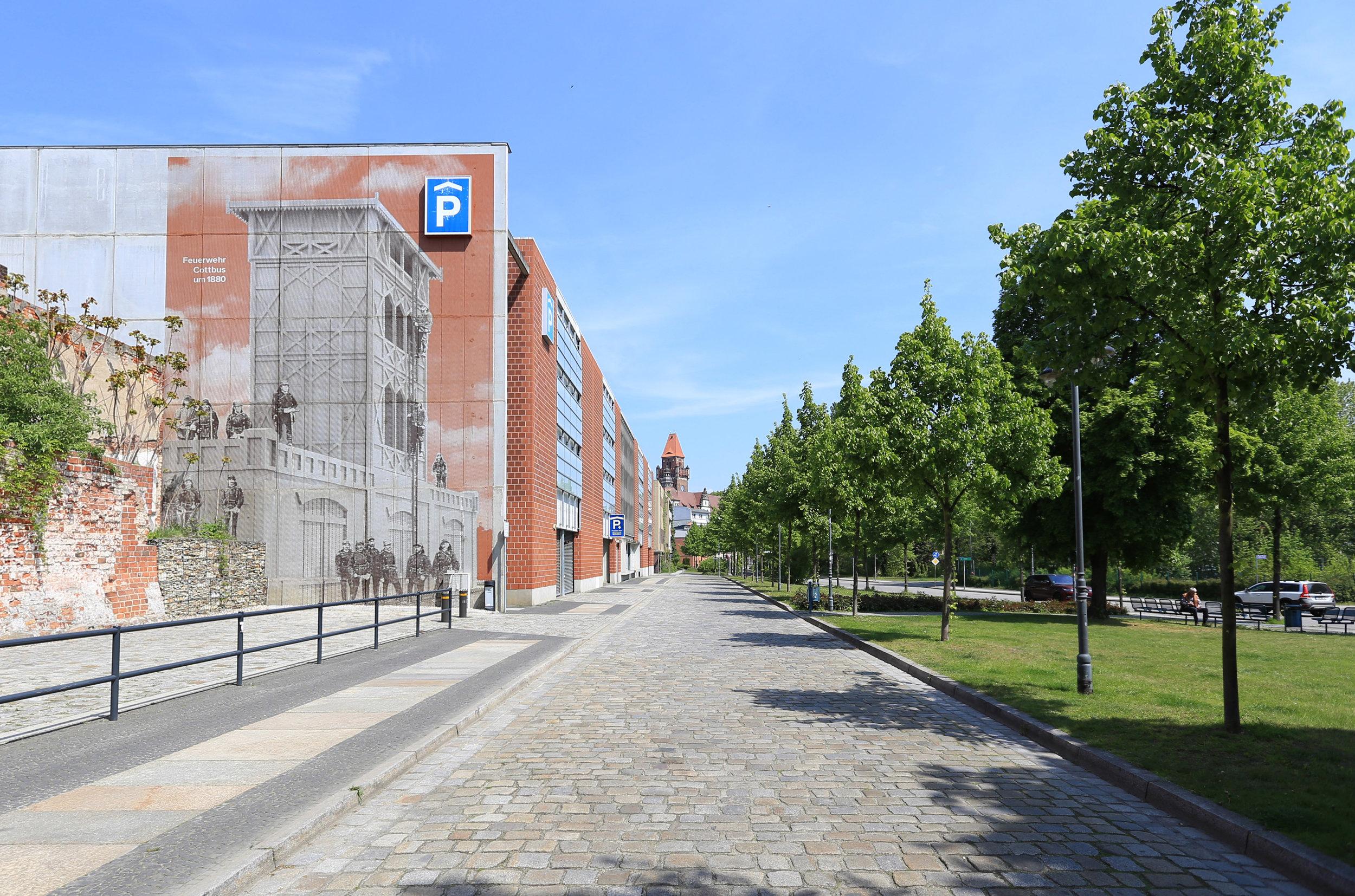 Feuerwehr_Historisch_Wandgestaltung_Fassade_Parkhaus_Rasterbild