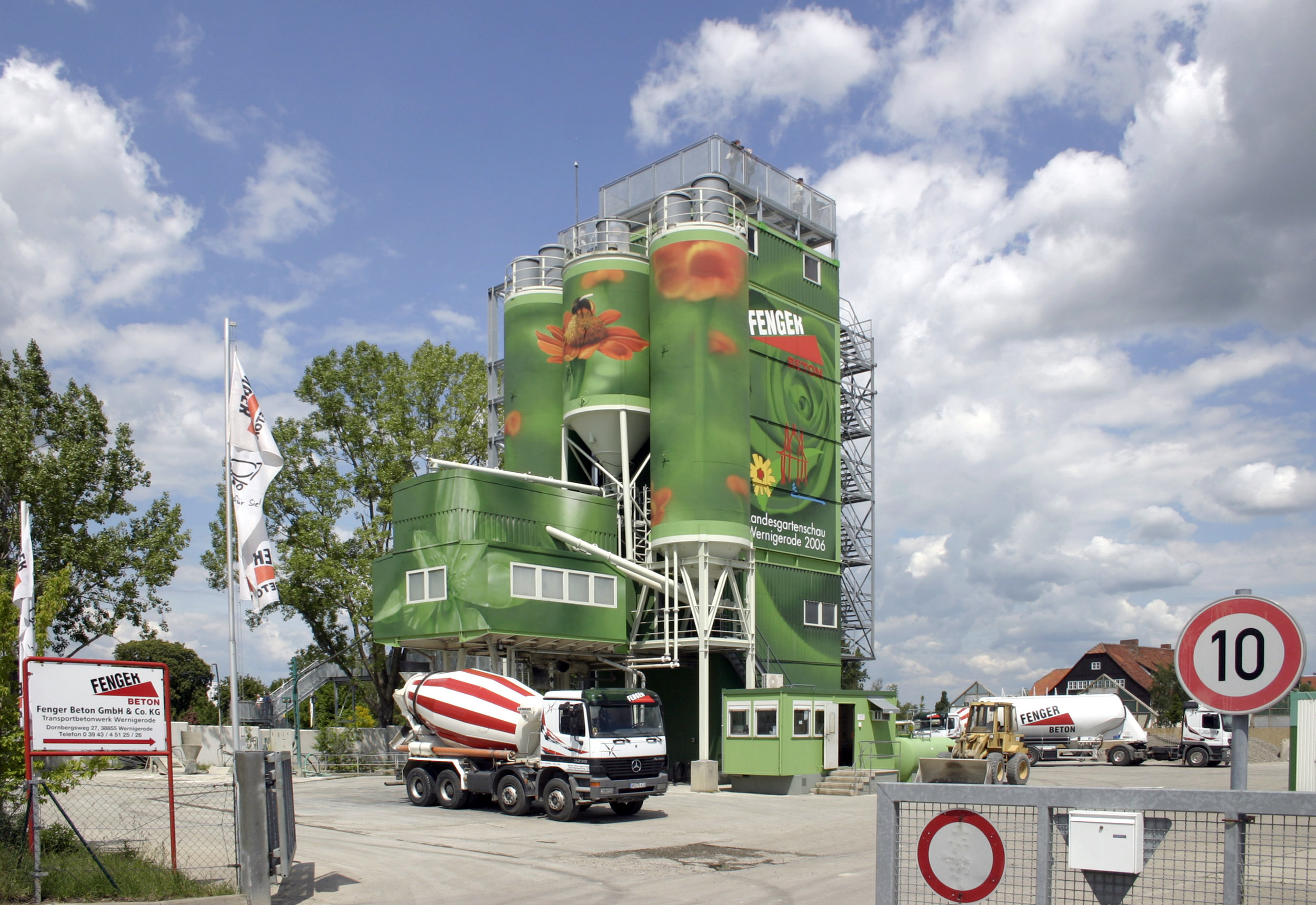 Fassadengestaltung-Industrie-Wernigerode-betonwerk-silos-gruen.jpg