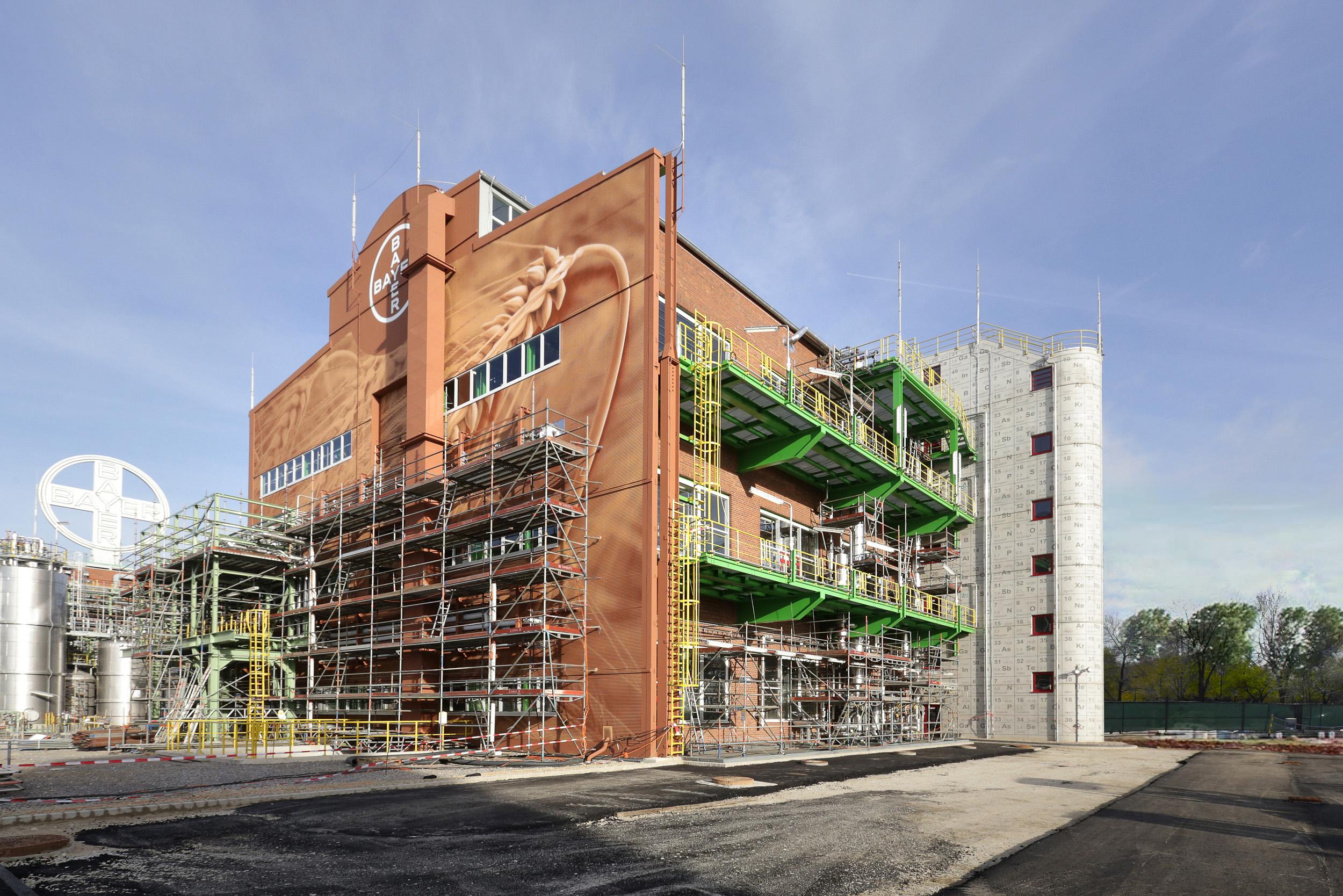 Fassadengestaltung-Industrie-Bayer-Dormagen-fabrik-sicherheit-design.jpg