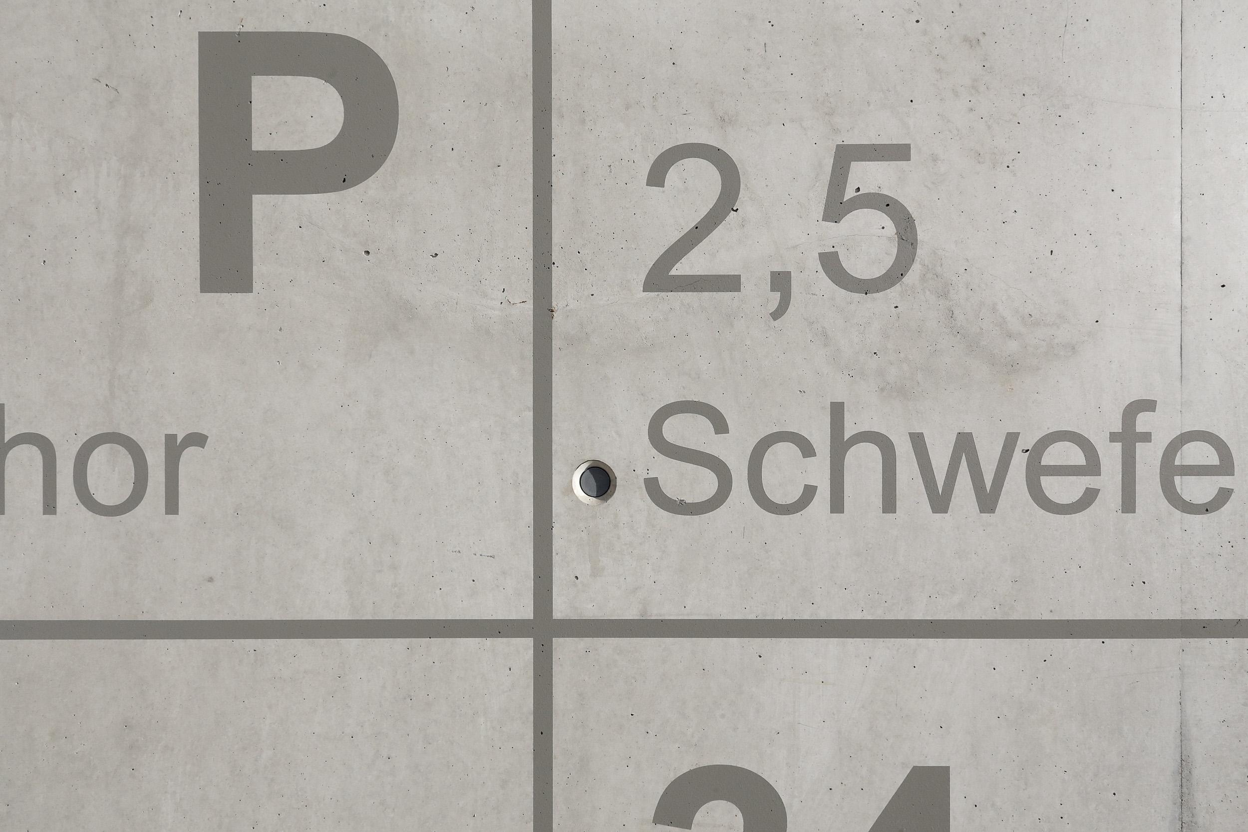 Fassadengestaltung-Industrie-Bayer-Dormagen-typographie-schrift-detail-malerei.jpg